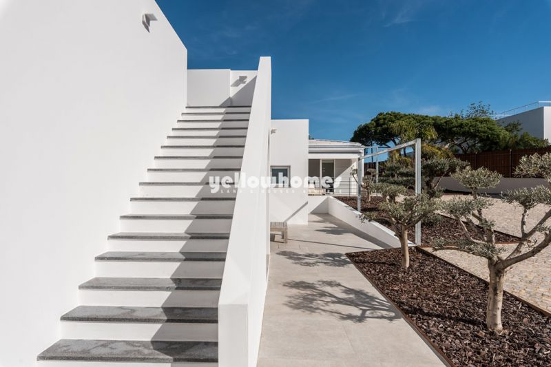 Newly renovated 3+1 bed villa  next to the beach in Central Algarve